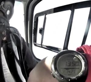 Suunto Vector na moim ręku w helikopterze na Alasce: Wysokościomierz, kompas, duży czytelny wyświetlacz